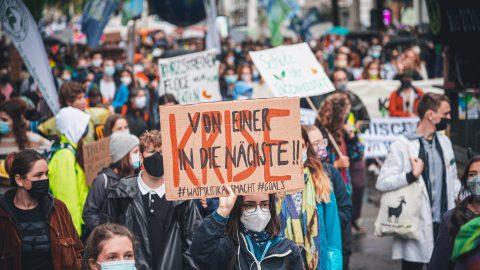 Tausende Menschen bei Klimastreiks in ganz Österreich