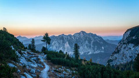 Mit Bahn und Bus in die Natur – neuer Wanderführer da