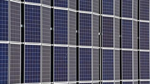 Investitionen in erneuerbare Energien gegen die Krise